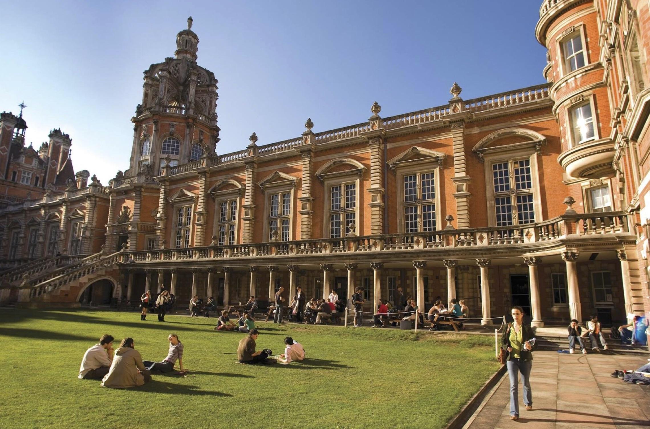 đại học Royal Holloway - du học Anh - Koru Education